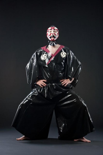 latex kimono, latex samurai, latex fashion