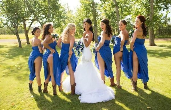 Bridesmaids-Butts-Wedding-Photos-4-600x385