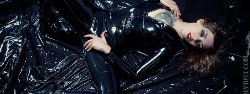 Apnea, latex catsuit