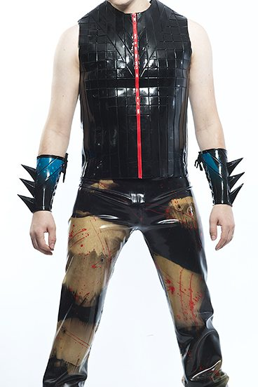 SPIKED_BRACERS